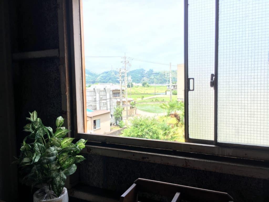工場の窓から